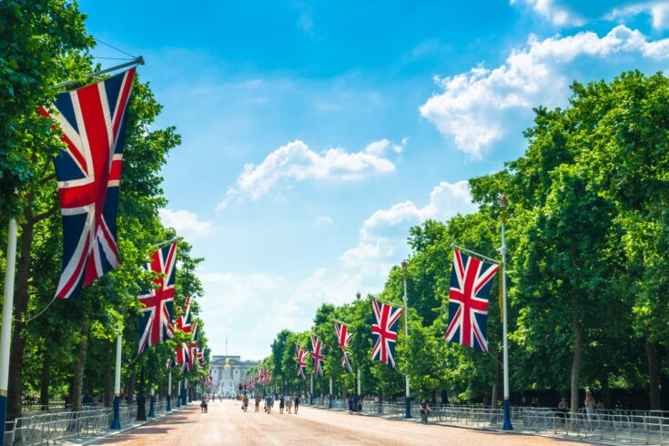 Tourists on The Mall walking towards Buckingham Palace