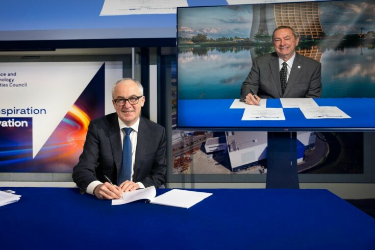 STFC's Executive Chair, Professor Mark Thomson and the Director of Fermilab, Dr Nigel Lockyer sign the agreement detailing how the organisations will collaborate to build the one of the world's most powerful linear accelerators.